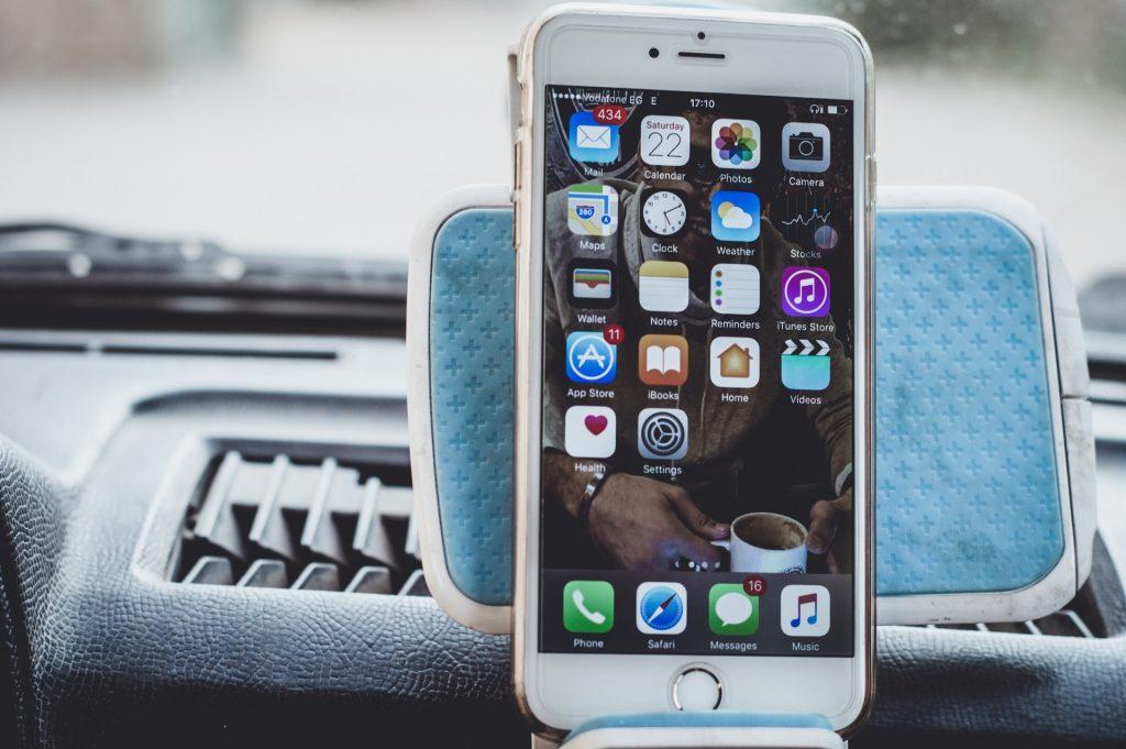 Quanto mais caro o celular, mais caro o conserto